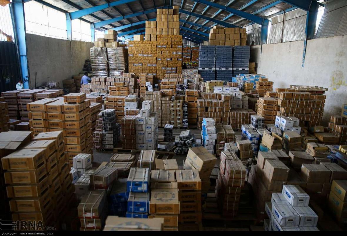 خبرنگاران کشف 2 انبار احتکار کالای پزشکی در اهواز