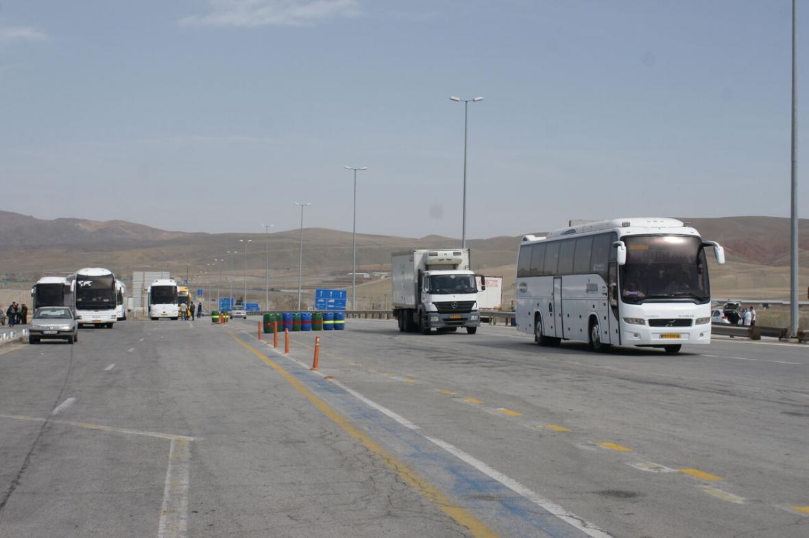 خبرنگاران کاهش 55 درصدی ورود وسایل نقلیه به استان ایلام