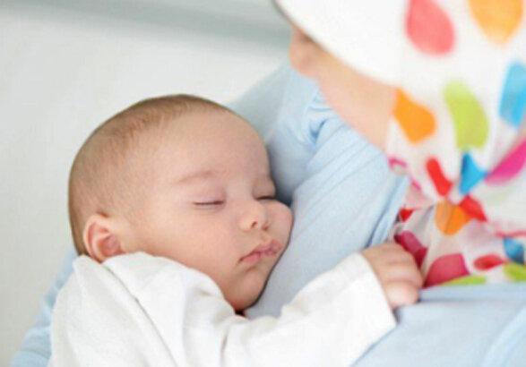 کرونا از طریق شیر مادر به نوزاد منتقل نمی شود