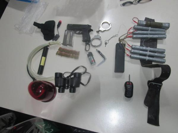 (تصاویر) تجهیزات انفجاری کشف شده از تروریست عوارضی تهران ـ قم