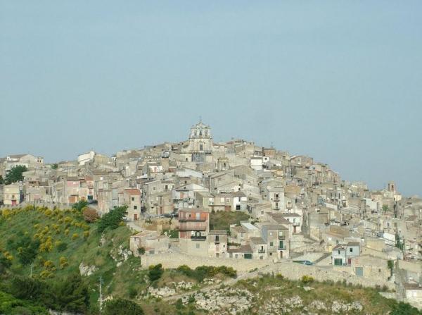 روستایی در ایتالیا خانه های متروکه خود را با قیمت 1 یورو می فروشد، عکس